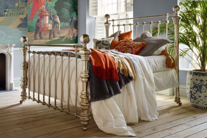Dickens Bed