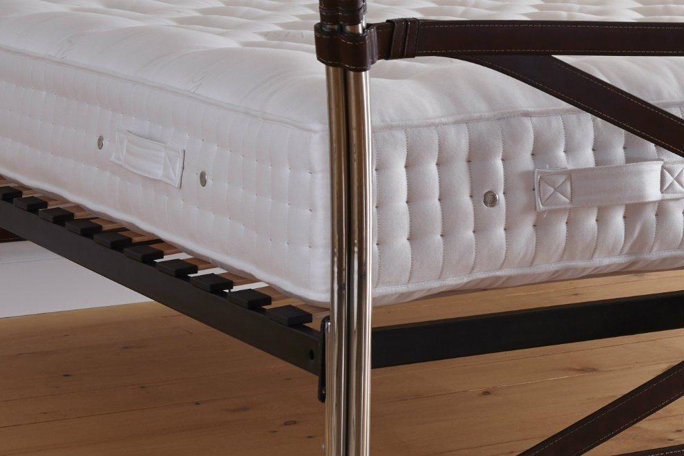 5' King Size Vispring Bedstead Superb Mattress in Soft/Medium Tension - EX DISPLAY