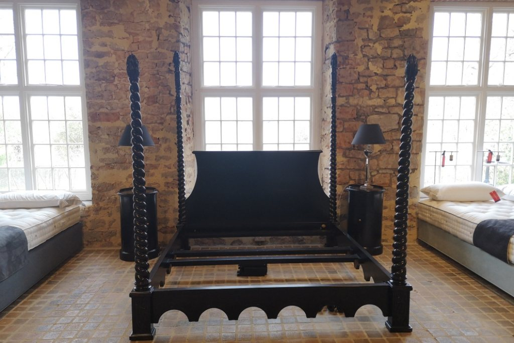 6'0 Venetian Bedstead in Ebony- EX DISPLAY